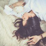 Sensation d'étouffement et manque d'air pendant le sommeil: causes et solutions