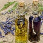 Comment traiter l'acné avec des huiles essentielles