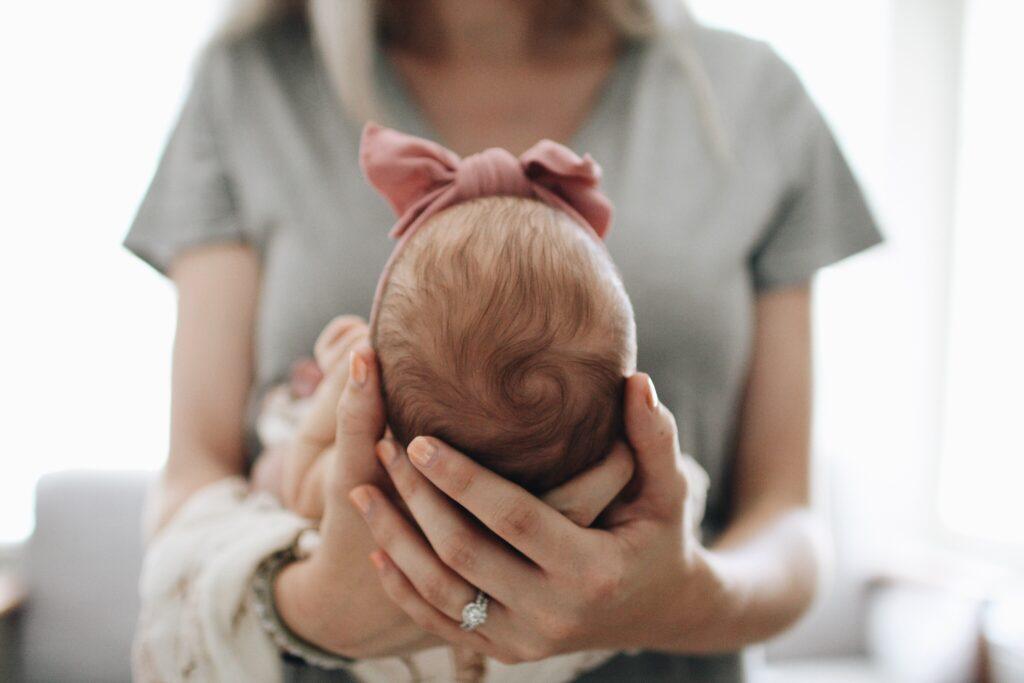 Faut-il obligatoirement avoir son premier enfant avant 30 ans ?