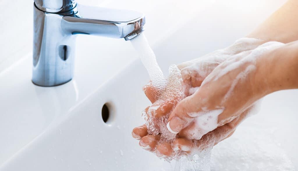 Comment désinfecter les mains naturellement ?
